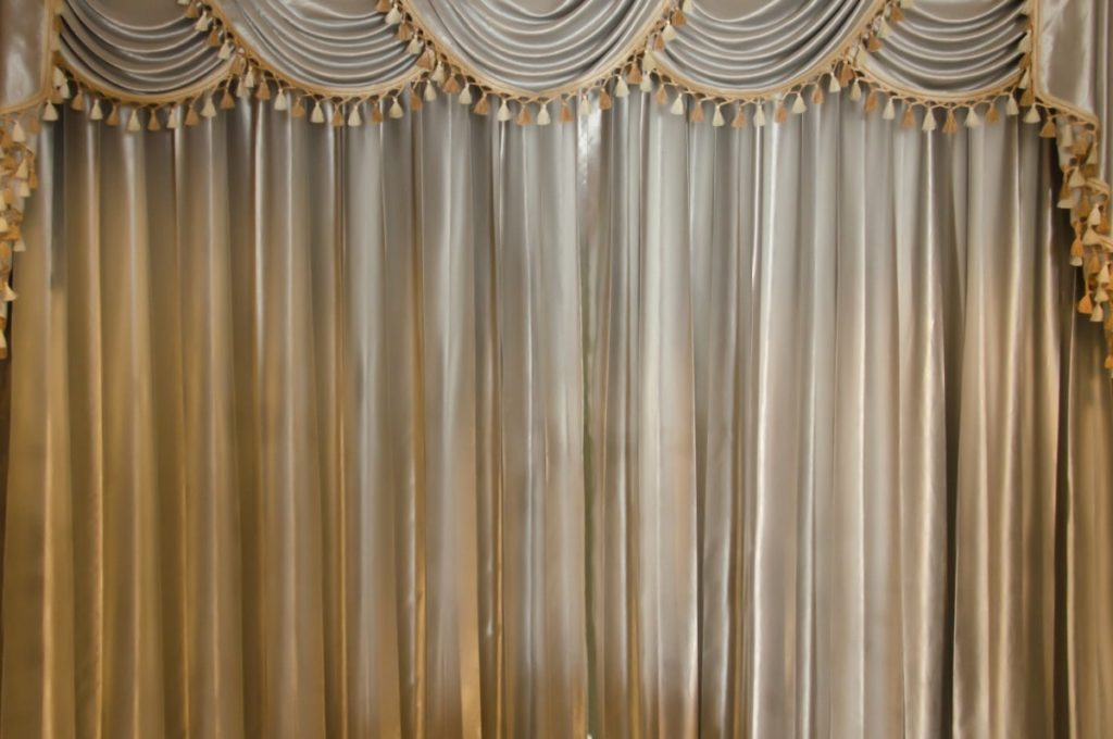 Avoid hanging old, outdated curtains when home staging.