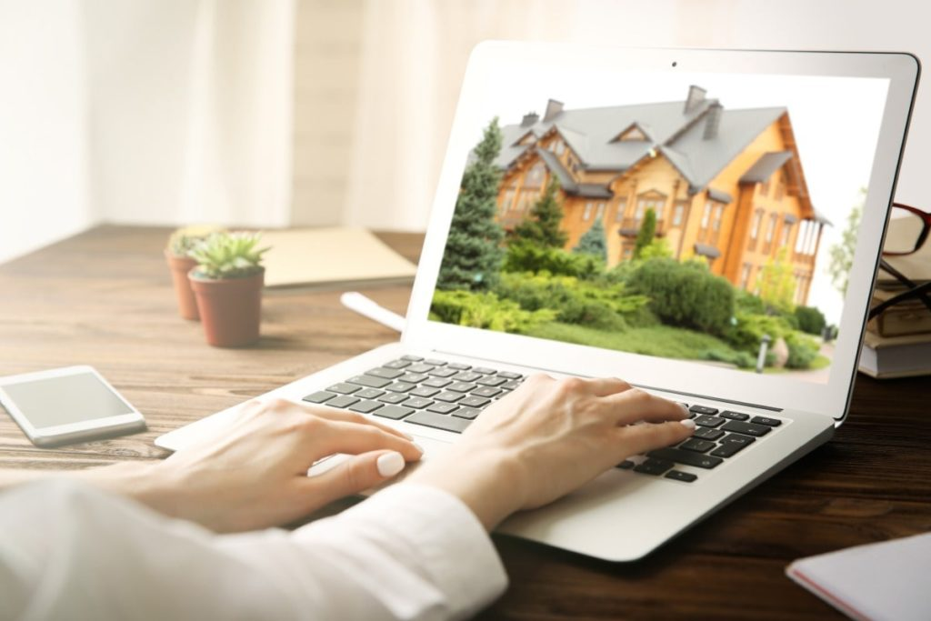 Make sure to include home staging photos in your online rental listings.